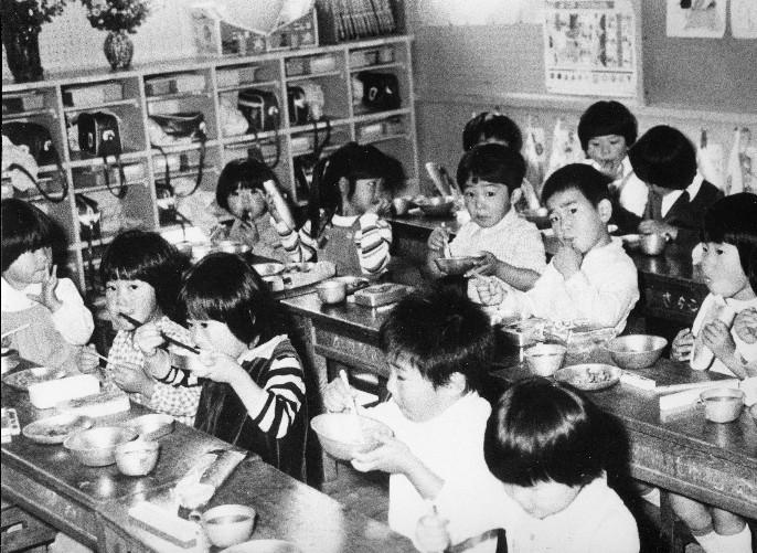 教室内給食