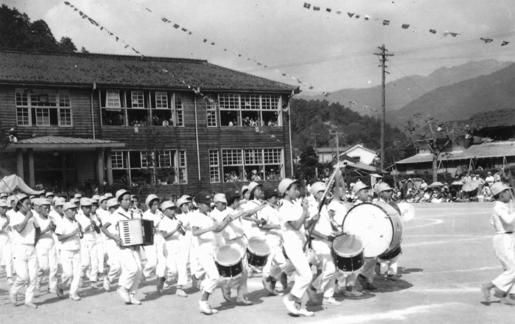 1962年洞戸小運動会鼓笛隊
